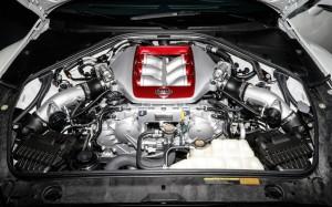 2014-Nissan-GT-R-engine
